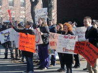 Students protest ROTC discrimination.