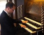 Organist Christian Lane