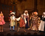 Hasty Pudding Theatricals Performs